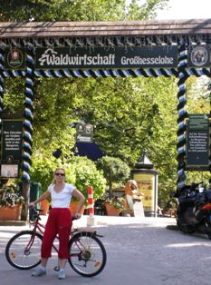 With my bike at the entrance of the beer garden Waldwirtschaft Grosshesselohe