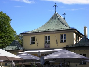 Restaurant at the Chinesischer Turm in Munich